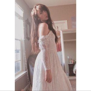//VINTAGE// Lace Off The Shoulder Dress